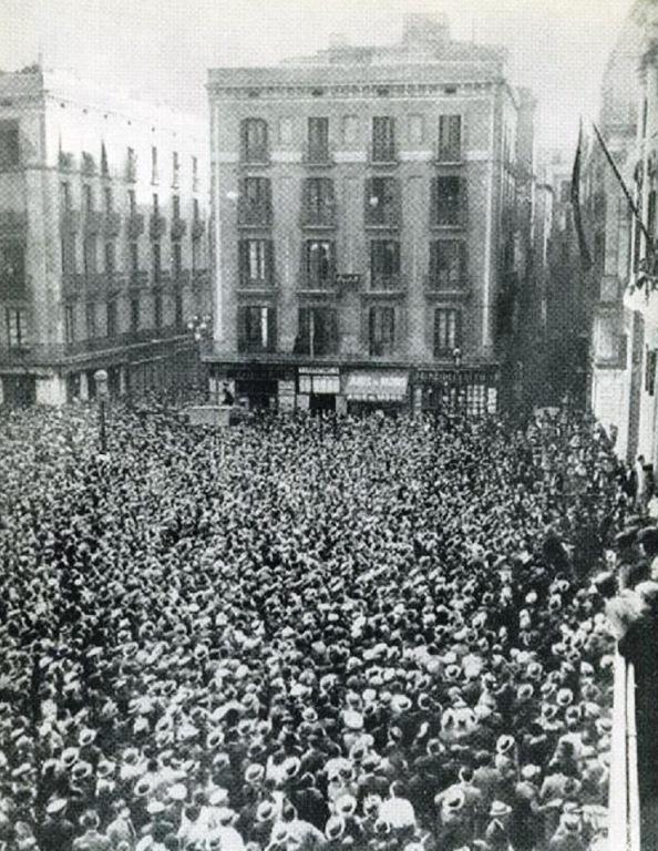 El la plaza de San Jaume en Barcelona a pie de la Generalitat
