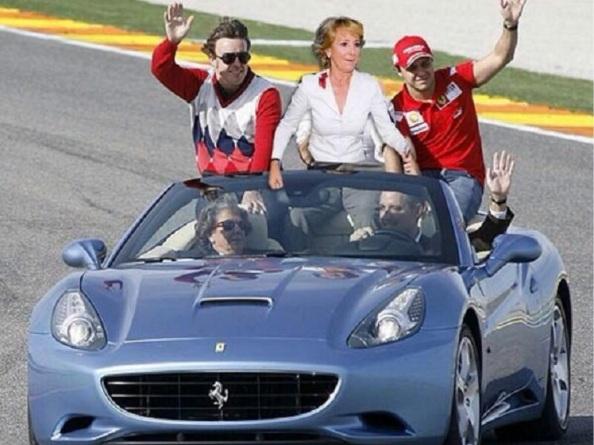 Con los Ferraris, Fernando Alonso y Flipe Massa, al volante Camps y Rita Barberá a su lado.