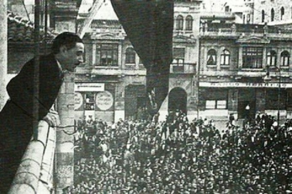 León proclama la II República