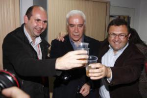 Parece que pasó a mayor gloria, este ambiente eufórico de brindis entre Heredia, Conejo y Alonso, repartiéndose el PSOE de Málaga.