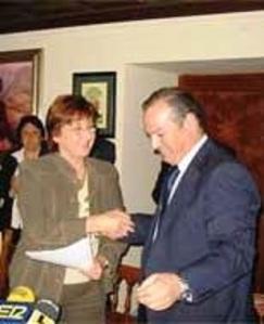 Mayo 2008. Pacto municipal en Ronda del PSOE con el PA, cuyo alcalde estaba denunciado por la Junta por su urbanismo irregular
