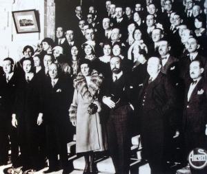 Victoria Kent, en el homenaje que le hacen Fernando de los Ríos, Prieto, y Álvaro de Albornoz entre otros