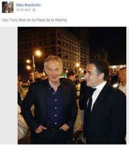 La controvertida foto de bendodo con Tony Blair