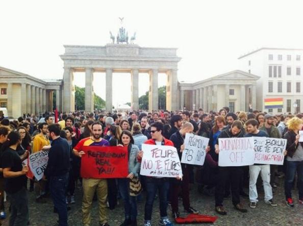 Esa misma tarde en Berlín, al igual que en otras capitales del mundo, de jóvenes españoles republicanos