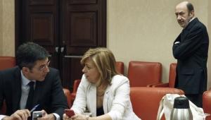 Madina con sus dos apoyos pesados, Valenciano y Rubalcaba que observa