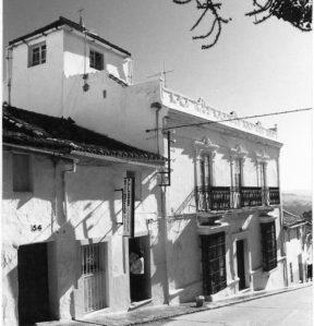 La bella casa de don Juan Marina donde vivía y tenía su consulta médica en calle Sevilla
