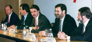 El que cre´´ian que era el que menos consistencia tenía, Rajoy, el único que queda en la dirección del PP