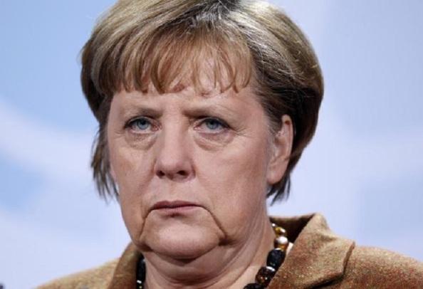 Ángela Merkel, empecinada en prostituii la democracia griega