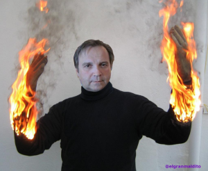 Antonio Carmona, quemándose por meterle fuego Pedro Sánchez por poner sus manos a favor de Tomás Gómez.
