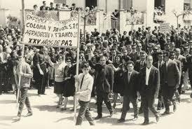 En muchos pueblos se montaron artificiales manifestaciones de adhesión inqueby