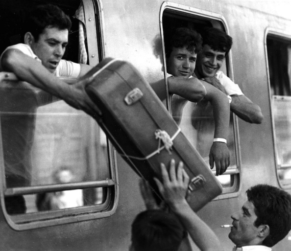 Emigrante dentro del tren