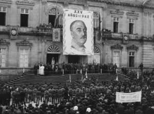 Hasta se hizo una película sobre Franco para endiosar su figura