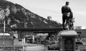 La Verja se echó en lo que había sido una frontera abierta entre España y Gibraltar
