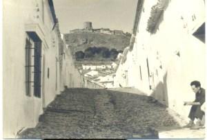 En los años 60, no solo afectó la emigración al barrio de arriba sino a todo el pueblo. Así calle Larga, una de las más sufridad.