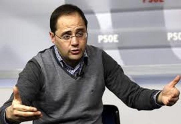 César Luena, segundo de Pedro Sámchez, patético aprendiz de las prácticas stalinistas