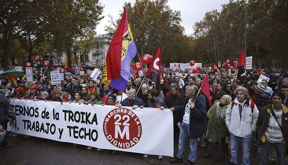 Un pueblo cada vez indignado que tomaba rumbo all margen de los partidos y sindicatos tradicionales