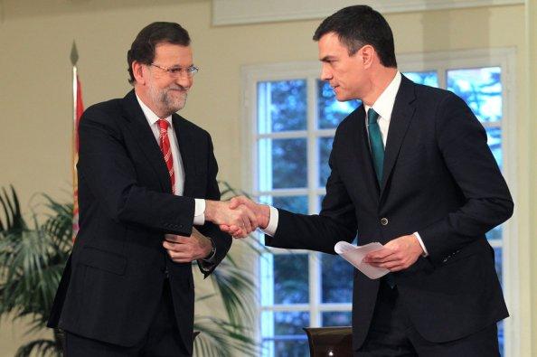 Pedro Sánchez en su carrera por la imaggen también de estadista, piciándola con la firma del pacto antiterrorista.