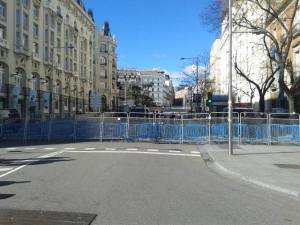 Aspecto que ofrecia la Carrera de San Jerónimo, donde está el Congreso de Diputados, a la hora de la manifestación pacifica ¿Asi nos representan?