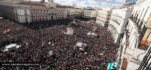 La Manifestación de Podemos en la Puerta del Sol, en tanto sus colas llegaban a la Puerta de Alcalá y a través del Paseo del Prado a Atocha