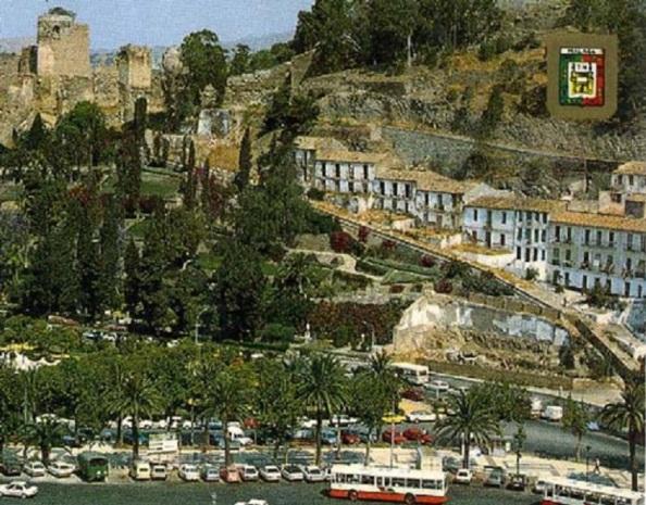 La Coracha fue un antiguo barrio de la ciudad de Málaga demolido por completo bajo el mandato de la alcaldesa Villalobos Estaba situado en la ladera  del antiguo puerto en la época árabe.  UnÍa el Castillo de Gibralfaro con la Alcazaba. Era de arquitectura andaluza, con casas blancas construidas con materiales de los muros de la propia Alcazaba. Visto así una década antes de su destrucción