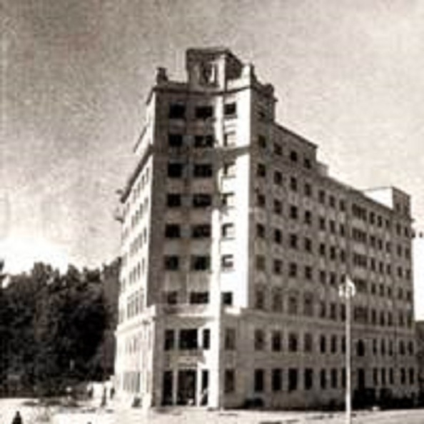 Sindicato Vertical de Málaga, situado al final de Alameda de Colón en su confluencia con Muelle Heredia, donde comenzara a trabajar en labores administrativas, Celia Villalobos