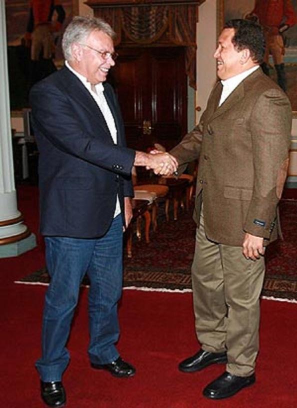 Felipe González saludando a Hugo Chaves, eran otros tiempos para la lírica