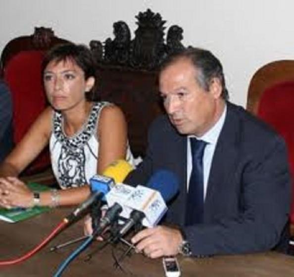 María Gámez, hoy nuevamente cabeza por el PSOE de Málaga al ayuntamiento de Málaga, con Antonio Marín Lara, ya como alcalde tránsfuga de Ronda. Enero 2011.