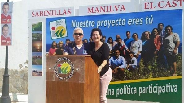 Antonia Muñoz para intervenir en apoyo a IU, en la pedanía de Sabinilla, zona costera.