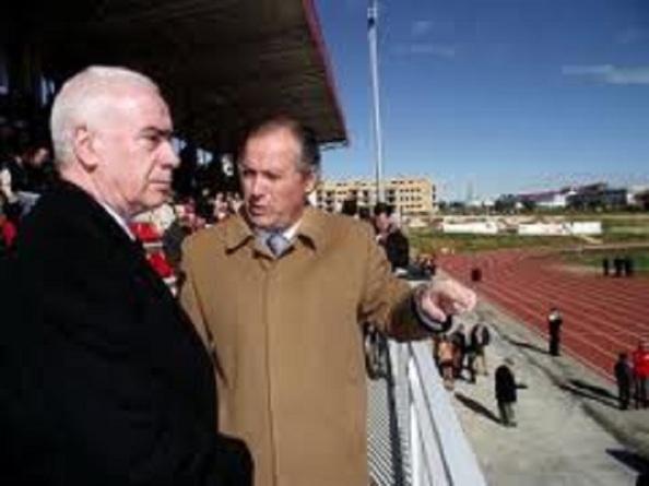 El alcalde tránsfuga del PSOE de Ronda también contó con el máximo apoyo de consejeros de la Junta de Andalucía, Luciano Alonso, a pesar de que cuatro años fue denunciado por el Gobierno andaluz por su urbanismo irregular.