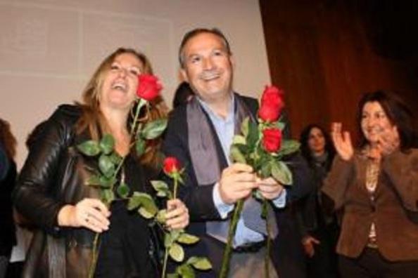 La entonces ministra de Asuntos Exteriores del Gobierno de España, presidido por Zapatero, en apoyo al alcalde tránsfuga en el día de su presentación para la reelección en febrero del 2011, en tanto la policía del ministerio del Interior que presidía Alfredo Pérez Rubalcaba lo investigaba por corrupción urbanística, y que lo detendría siete meses después.