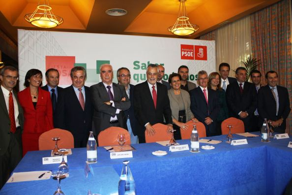 La plana mayor del PSOE de Málaga y Andalucía con el alcalde tránsfuga. Mayo 2011