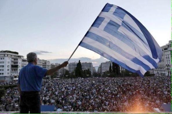 El pueblo griego manifestándose a favor del Gobierno Syriza en su negociación con la Troika. Su respaldo popular ha aumentado desde las pasadas elecciones generales del pasado mes de enero.