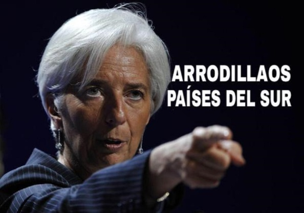 Al imputado Rodrigo Rato, lo sustituyó en la dirección del FMI el procesado por violación, Dominique Strauss-Kahn, y a éste la hoy también imputada, Christine Lagarde.Lo primero que hizo Lagarde al llegar a la dirección del FMI fue subirse el sueldo un 11%. El salario de Lagarde es de 476 360 dólares, unos 352 859 euros al año. A ello hay que añadir, sin incluir dietas, de libre disposición: 65 000 euros anuales. Cuando cese, durante tres años, recibirá 60.000 euros anuales de cobro. También cuando cese, tendrá una pensión de por vida que se situará en el entorno del 60 por ciento del sueldo cobrado, y varía de ahí para arriba en función del tiempo que ocupe la poltrona del FMI. Ahora pide más recortes a Grecia, más precarización laboral y rebajar la media de la pensión de 600 a 300 euros al mes.