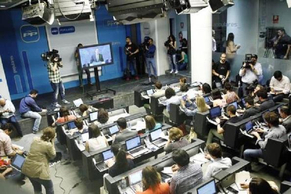 Mariano Rajoy con su plasma favorito para comunicarse. Reunión de la dirección del PP. 18.06.2015