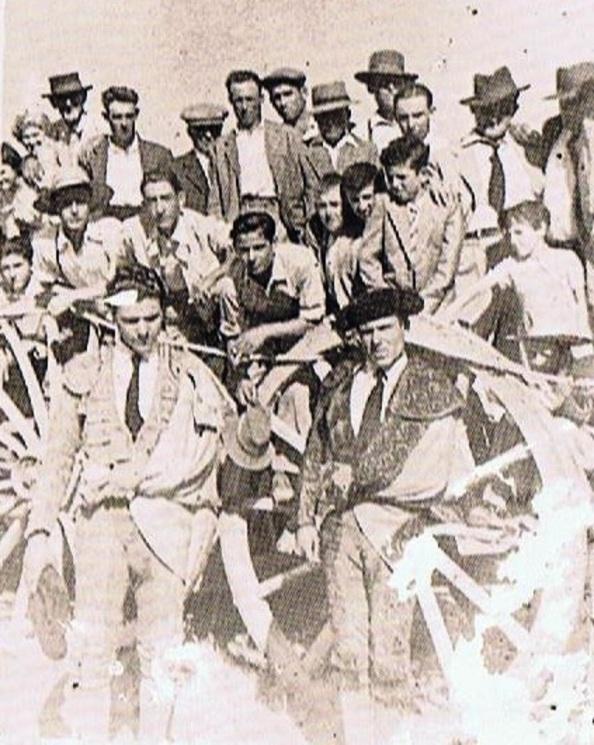 Novillada en la Estación de Jimena. 1955. Los toreros Alfonso y Doncel Casas.