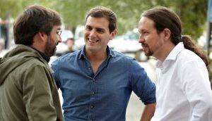 Jordi Évole con Pablo Iglesias y Albert Rivera previo al primer debate preelectoral del 20-D. Pareciera que hace siglos, pero solo fue hace ocho años.