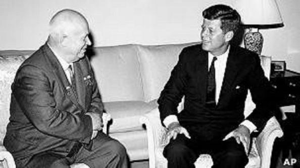 Nikita Kruschev y John Kennedy