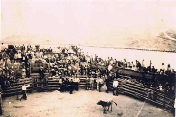 Inauguración de la plaza de toros de Rus. 3 de agosto de 1930. Foto que conservaba mi tío, veterinario y taurómaco, Francisco Trillo Trillo,