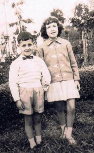 Antonio y Charo Sabau Ramos, los hijos del matrimonio, Eugenio y José que llevaban la dirección del cine.