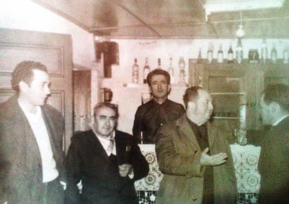 El Bar Bollito con clientes. Foto cedida por su hija.