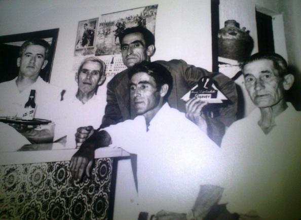 Bar Bollito. Gabriel, su dueño, acompañado de su familia. Foto cedida por su hija.