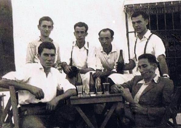Delante-sentados: Andrés Carretero Sánchez, Manolo Montero Rojas. Atrás: Manolo Heredia Sánchez, Frasquito García, Juan Márquez, Manolo Fernández Pérez. Foto: Ediciones OBA