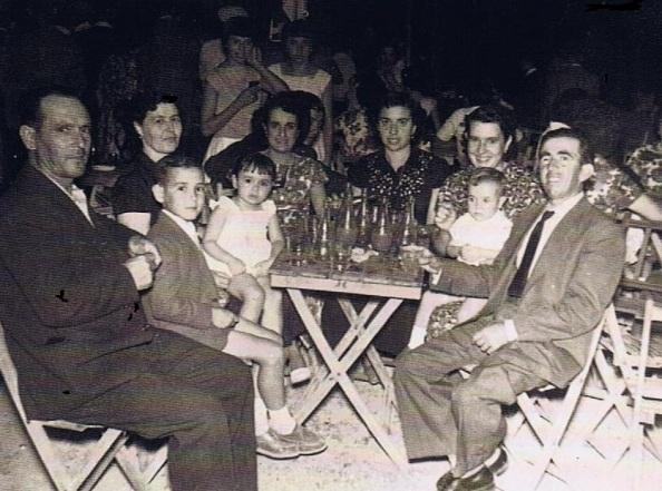 Niños: Francisco Martín Barranco, Ana Martín Barranco y Cristóbal Martín Martín. También de izquierda a derecha: José Martín Prieto, Bárbara Barranco Gallego, Cristina Martín Prieto Ana Pérez Sánchez, María Martín Prieto y Alfonso Pérez Sánchez.