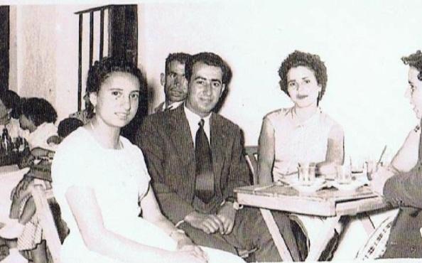 Desconocida, Elio Gómez Vallecillo, Ángeles Merino Pérez y de perfil, desconocida. Detás de Elío, desconocido. Foto: Ediciones OBA