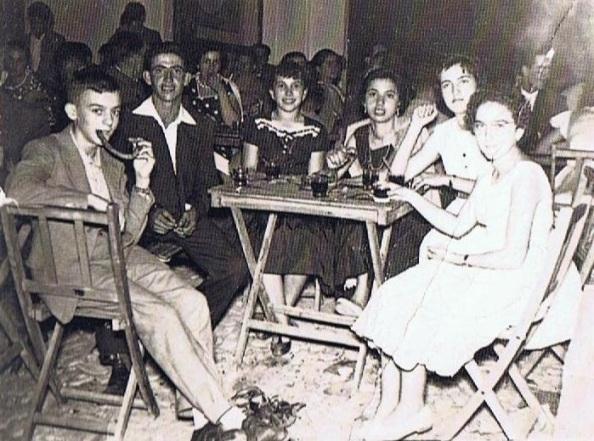 bar mesas calle grupo