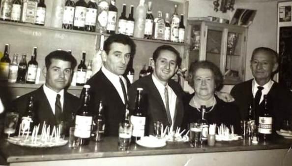 bar Parada Fco Jiménez Herrera, Encarna Plata Ayala, padre, madre y yo, Antonio Plata primo bar Parada