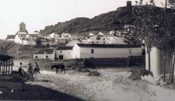 Vistas de entonces de acceso al pueblo