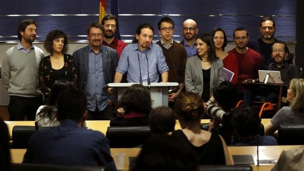 Pablo Iglesias, con miembros de la dirección de Podemos y las confluencias. EFE