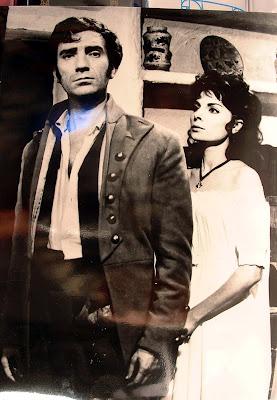 Maria Jesús Cuadra con Fernando fernán gómez en el rodaje de la película Los Tres Etc del Coronel. 1959. Jimena.