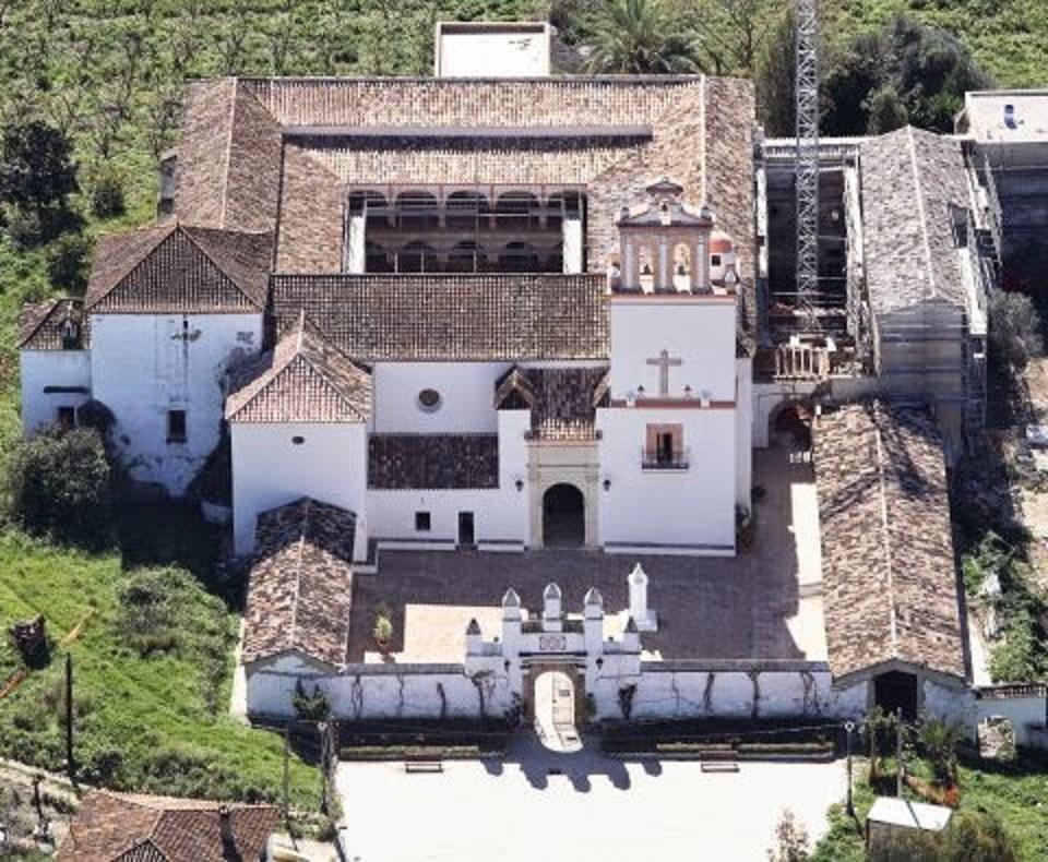 Santuario de Nuestra Señora de los Ángeles de La Estación. Año 2002, visto desde el aire. Fuente: Eduardo Sáenz de Varona.